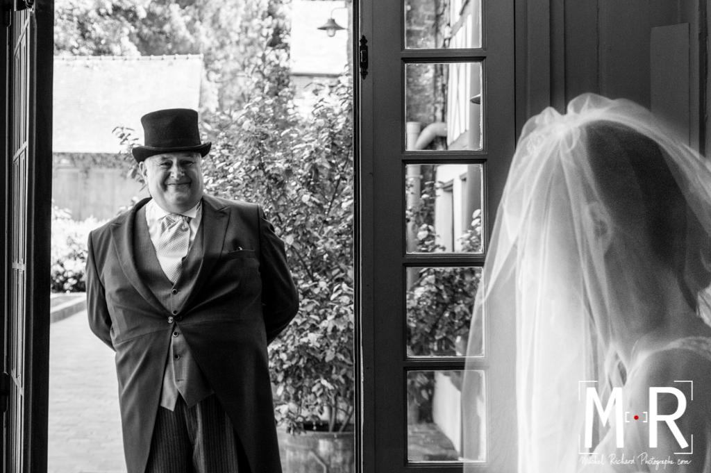 Mariage-preparatifs-Michel-Richard-père de la mariee fière de sa fille