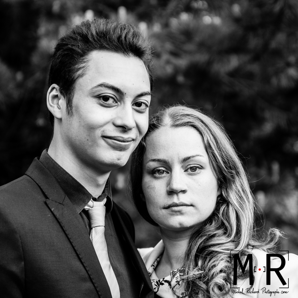 Mariage-Mariés regardent- regard intense-couple-Michel-Richard
