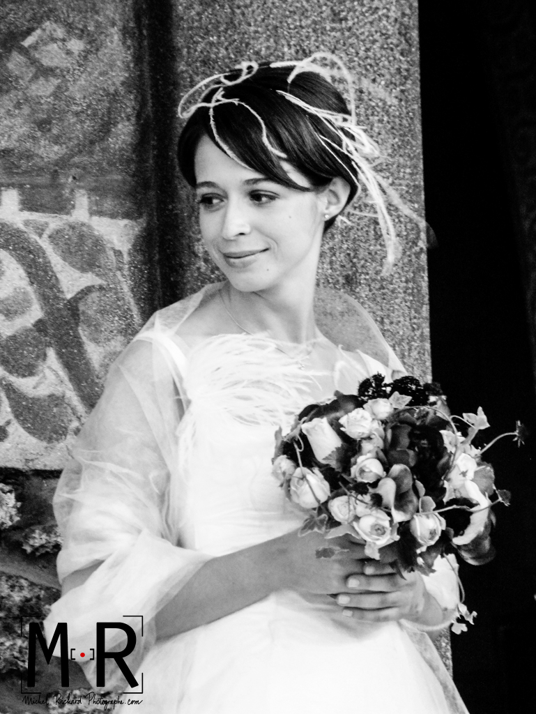 Mariage-la mariée au bouquet-noir et blanc