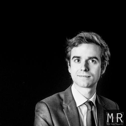 portrait professionnel en noir et blanc