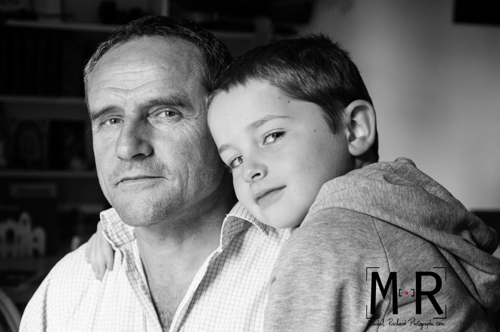 portrait père et fils - noir et blanc