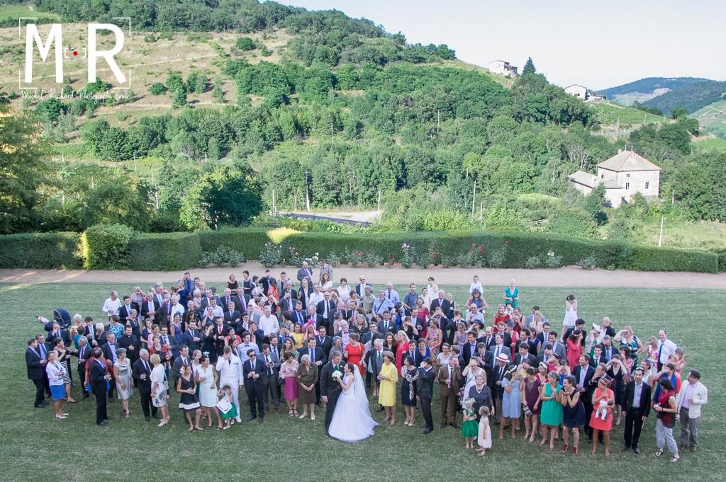 photo de groupe prise en hauteur - tous les invités