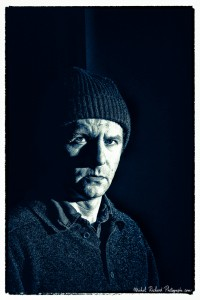 portrait d'homme au bonnet au visage buriné en clair-obscur- par le photographe de portrait à Paris Michel Richard